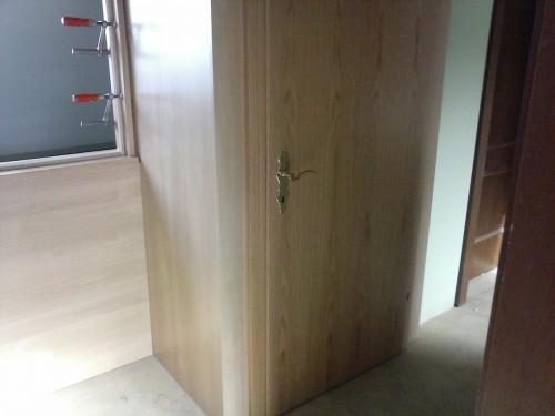 Verbau bei Stiegenabgang mit Türe