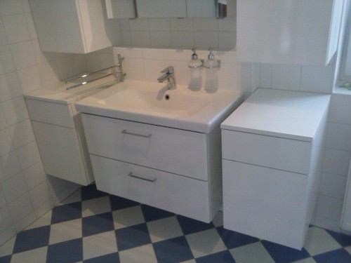 Badezimmermöbel, weiß glänzend